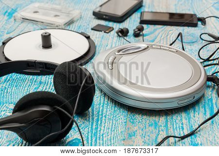 The photo shows a Cd player on a blue background