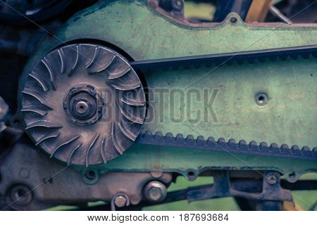 drive belt on the sprocket in motorcycle engine