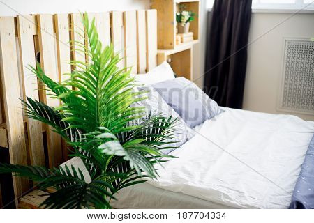 A photo of a spacious hotel room