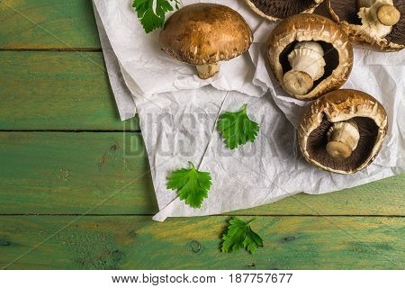 Fresh Uncooked Brown Mushrooms