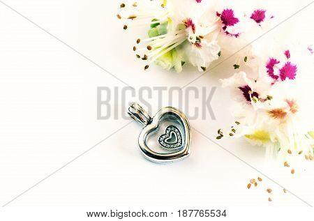 Jewelry for women symbol of the heart modern fashion amulets jewelry macro retro style