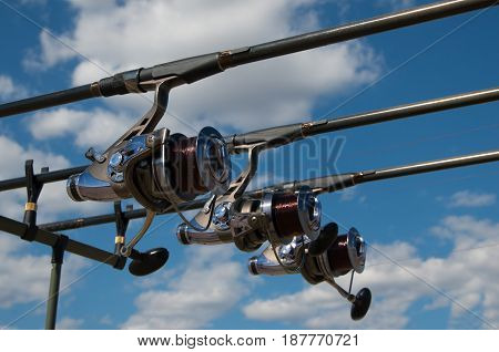 Equipment for carp fishing with three fishing rods with reels on a support system - rod pod.