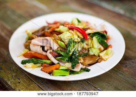 Seafood And Vegetable Wide Noodle