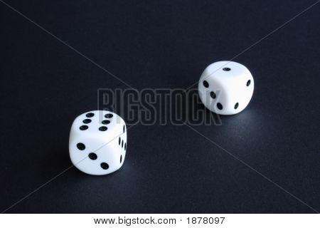Zwei weiße Würfel