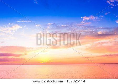 Setting into the Sea Idyllic Wallpaper