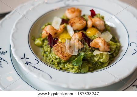 Tasy seafood shrimp salad in a restaurant