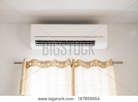 Air conditioning in domestic house, with curtain