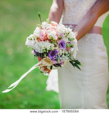 wedding bouquet in bride's hands david austin
