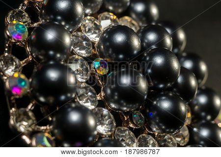 Black Pearl Round Brooch
