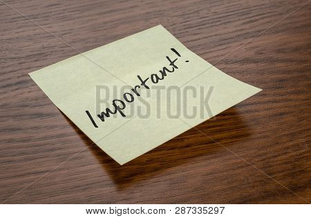 A Sticky Note With The Text Important