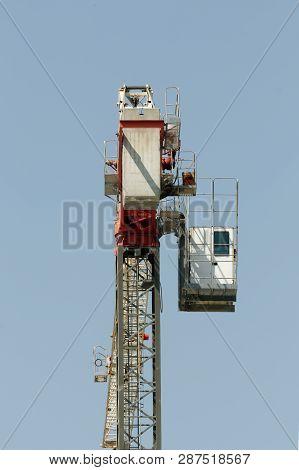 Gosford, New South Wales, Australia - January 31, 2019:  A Working Tower Crane On New Home Units Bui