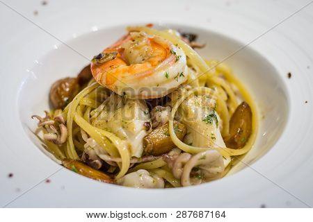 Frutti Di Mare Linguine With Assorted Seafood In Choice Of Aglio Olio Style