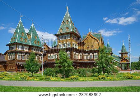 Moscow, Russia - August 9, 2017: The Palace Of Tsar Alexei Mikhailovich In Kolomenskoye Park On A Su