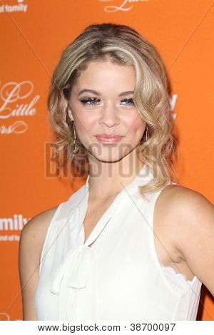 """LOS ANGELES - OCT 16:  Sasha Pieterse arrives at  """"Pretty Little Liars"""" Special Halloween Episode Screening at Hollywood Forever Cemetery on October 16, 2012 in Los Angeles, CA"""