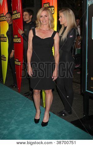 LOS ANGELES - OCT 18:  Elisabeth Shue arrives at  the