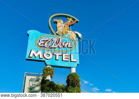 Albuquerque,  Usa September 17 2015; El Don Motel Sign Iconic Landmark And Neon Sign, New Mexico, Us