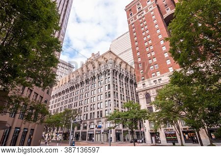 Pittsburgh, Pennsylvania, Usa 9/26/20 A Tree Lined Grant Street In Downtown Pittsburgh With The Unio