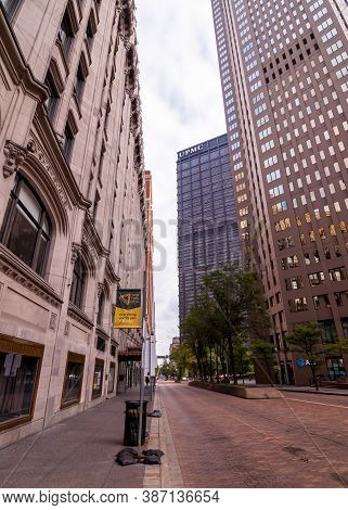 Pittsburgh, Pennsylvania, Usa 9/26/20 The Us Steel Tower Upmc World Headquarters Building In Downtow