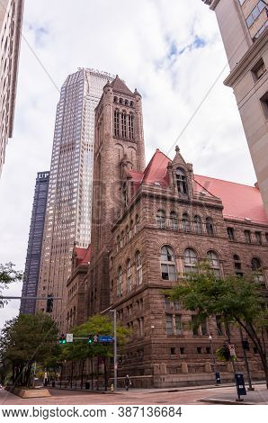 Pittsburgh, Pennsylvania, Usa 9/26/20 The Allegheny County Courthouse, The Bny Mellon Center And The