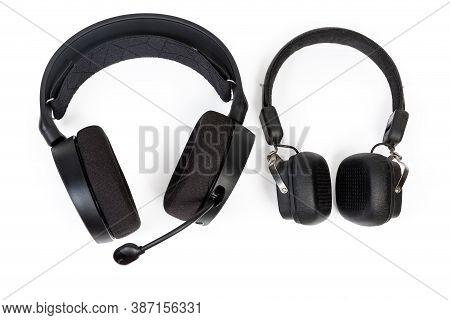 High-fidelity Headset With Earpads Circumaural Type And Headphones With Earpads Supra-aural Type On