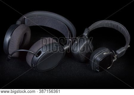 Black High-fidelity Headset With Full Size Earpads And Headphones With Earpads Supra-aural Type On A