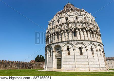 Pisa Baptistery (battistero Di San Giovanni) In Romanesque Gothic Style, Piazza Dei Miracoli (square