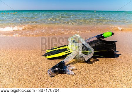 Snorkeling Kit. Fins, Snorkel And Snorkel On The Golden Beach Of The Sea Or Ocean. Vacation And Recr