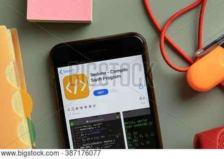 New York, Usa - 28 September 2020: Sedona Compile Swift Program Mobile App Logo On Phone Screen Clos