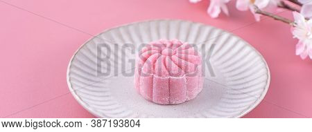 Colorful Snow Skin Moon Cake, Sweet Snowy Mooncake, Traditional Savory Dessert For Mid-autumn Festiv