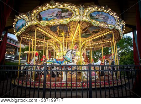 Pigeon Forge, Tennessee, Usa - August 15, 2020: Illuminated Carousel At The Island Amusement Park In