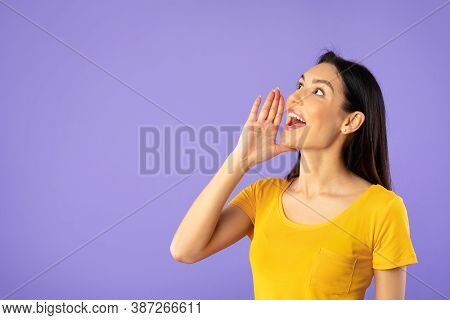 Hey, People. Closeup Portrait Of Excited Woman Shouting And Holding Palm Near Mouth. Emotional Lady