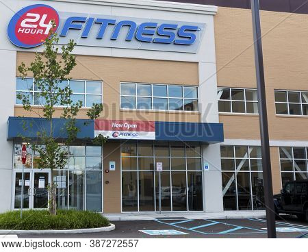 East Northport, New York, Usa - 1 September 2020: The Entrance Of A 24 Hour Fitness Club With A Now