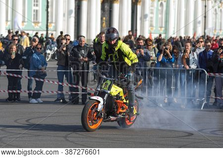St Petersburg, Russia-september 26, 2020: Stunt Rider Burns The Tyres Of His Bike During Stunt Show