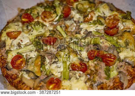 Special Pizza With Green Bell Pepper, Olives, Onion, Mushrooms, Chicken And Pepperoni - Collection O