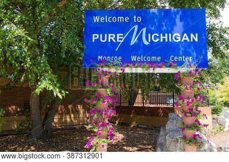 Monroe, Michigan, Usa - August 17, 2020: Welcome To Michigan Sign At The Monroe, Michigan Welcome Ce