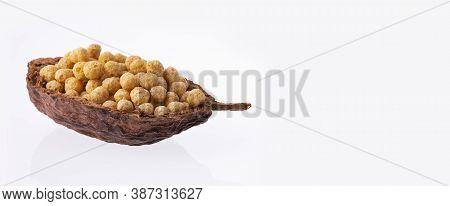 Chenopodium Quinoa - Organic Quinoa Pop Seeds In The Wooden Bowl