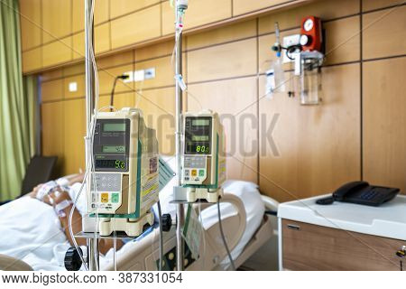Automatic Infusion Pump For Infuses Fluids Medication Or Nutrients Sodium Chloride Saline Solution F