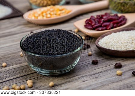 Dry Sweet Basil Seed In  Bowl. Sweet Basil Seed In Small Bowl.  Black Sesame In Bowl. Dried Black Se