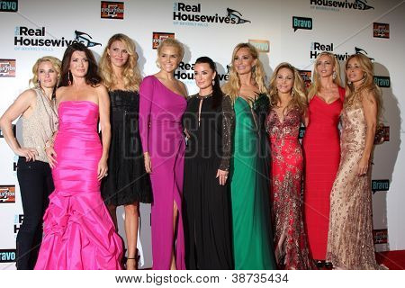 LOS ANGELES - OCT 21: L Vanderpump, B Glanville, Y Foster, K Richards, T Armstrong, A Maloof arrive at