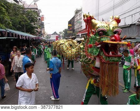 Bangkok, Thailand, November 14, 2015: A Group Of People Accompany A Large Dragon In A Festival Of Th