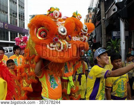 Bangkok, Thailand, November 14, 2015: Group Of People Around A Dancing Lion In A Festival Of The Cla