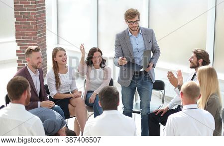coach asks questions to employees during the business training