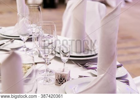 Restaurant Luxury Service Element On Table Design