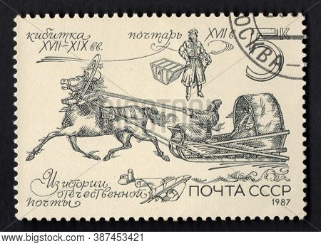 Ussr - Circa 1987: Stamp About The History Of Russian Post. Stamp With Harnessed Postal Horse. Post