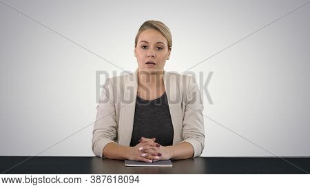 Young Beautiful Television Announcer Giving A Speach On Gradient