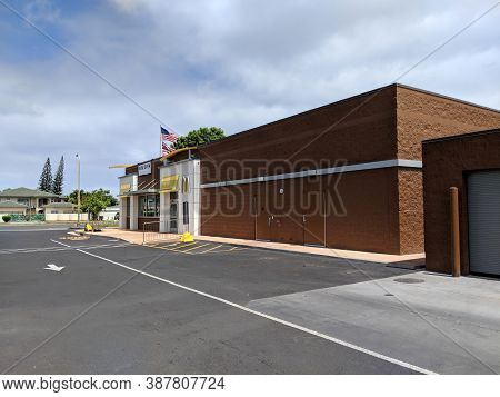 Honolulu - July 12, 2018: Mcdonalds Store With Usa And Hawaii State Flags Above Welcome Sign And Log