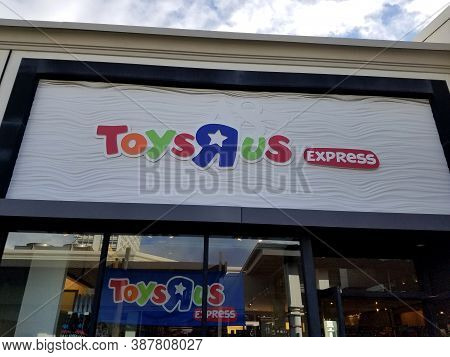 Honolulu - September 29, 2017: Toys R Us Express Store And Sign In Ala Moana Shopping Center.