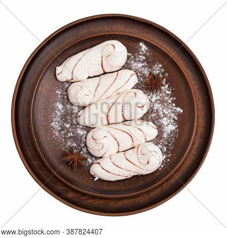 Five Oblong White Zephyr Dusted With Powdered Sugar. Clay Dish With Marshmallows Isolated On White B