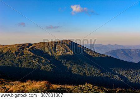 Tourist Hiking Trails Of The Carpathians, Ukrainian Tourist Montenegrin Ridge, Trails Of The Ukraini
