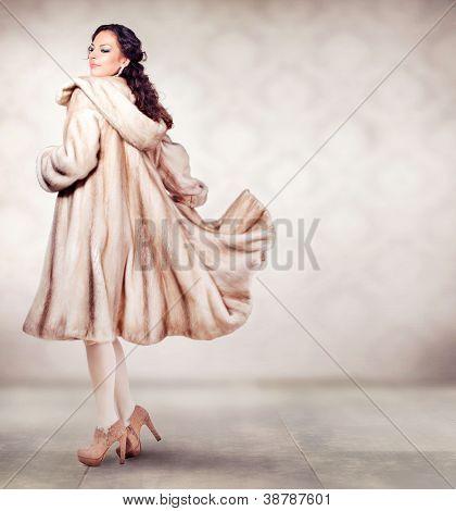 Fashion Beautiful Winter Woman in Luxury Fur Mink Coat